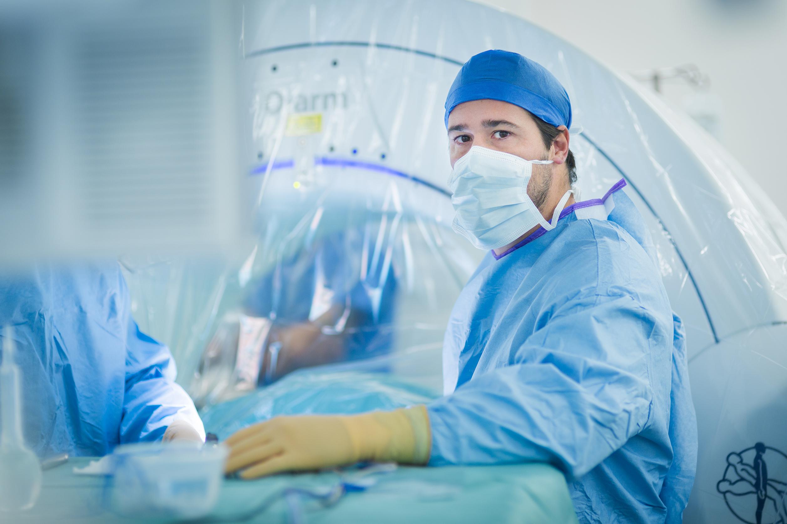 Docteur Florent Pennes neuro chirurgien chirurgie du dos